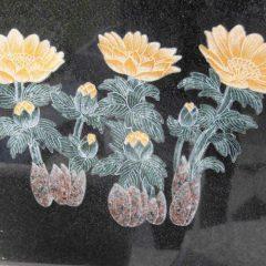 福寿草埋め込み彫刻