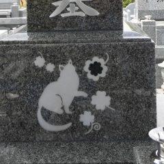 猫の埋め込み彫刻